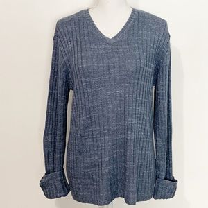 GUESS V-Neck Knit Sweater. Size Medium